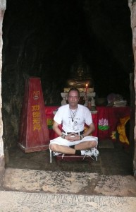 Sifu Alan Winner meditating in Dhamos cave