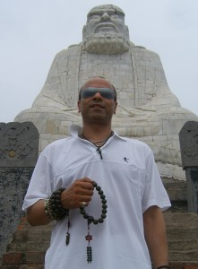 Sifu Alan Winner with Bodidharma statue