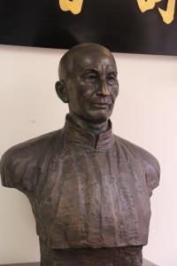 Ip Man statue